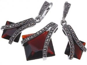 Vintage 925 Sterling Silver Marcasite & Deep Red Swarovski Crystal Earrings & Necklace Set